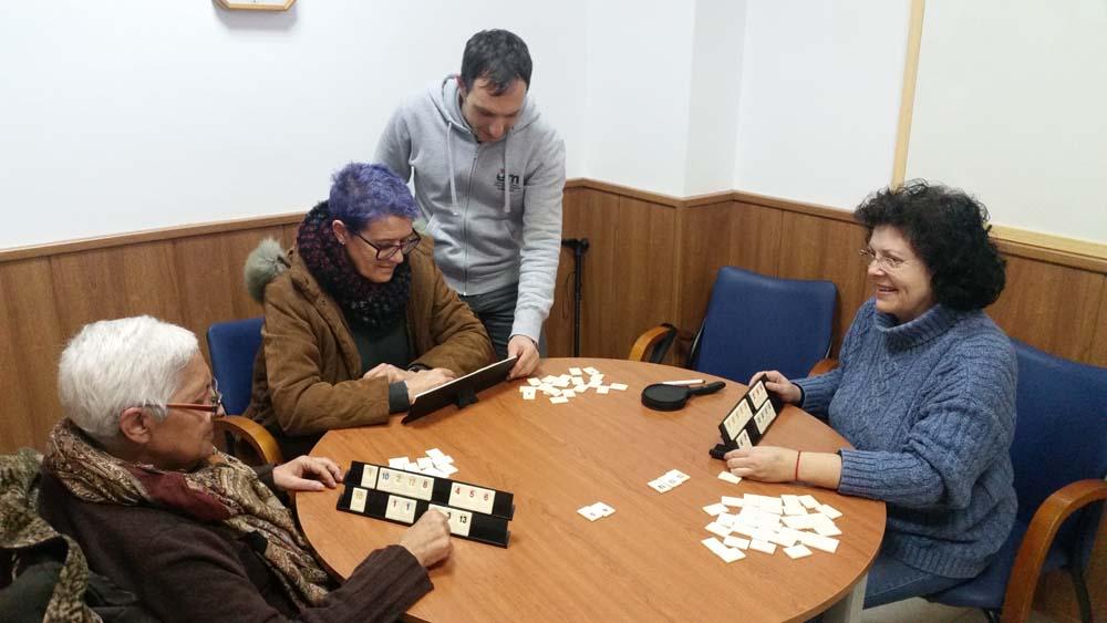 Gent fent jocs cognitius